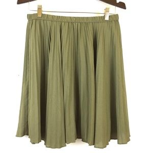 Banana republic pleated skirt olive green holiday
